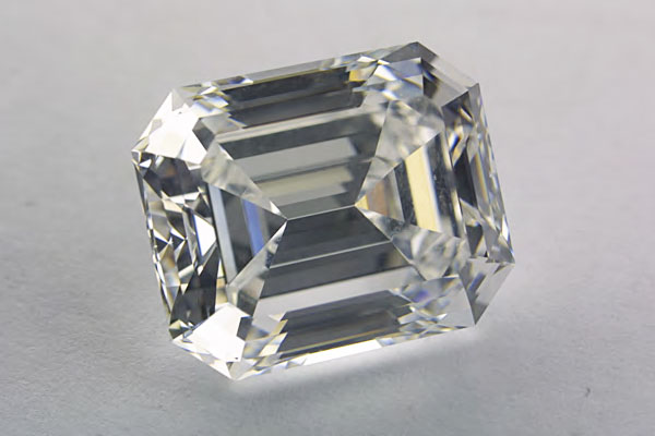 HPHT diamond actual photo
